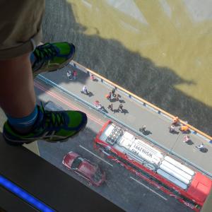 De glazen vloer van de Tower Bridge in Londen.