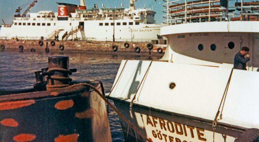 De Stena Baltica en Afrodite langs de pier in 1966.