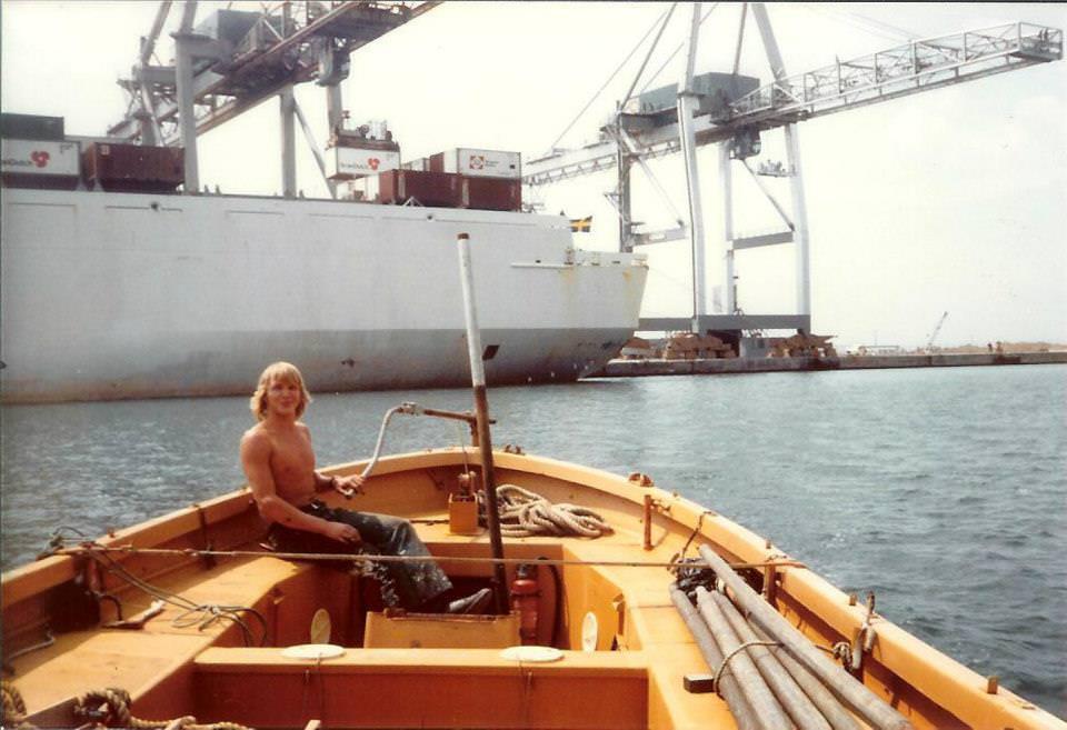 Aan het werk in 1977 in het Verre Oosten