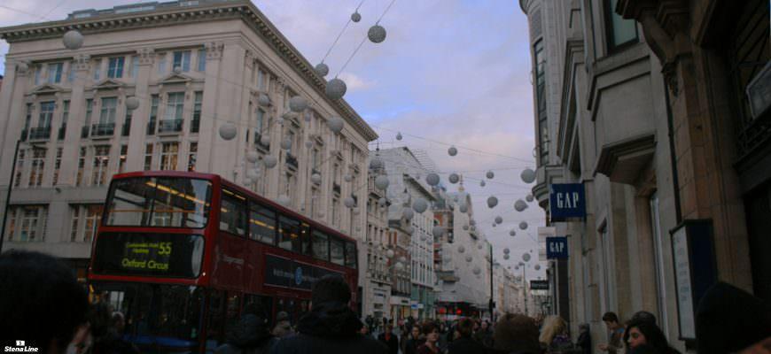 Oxford Street kerstverlichting tijdens het kerstshoppen in Londen