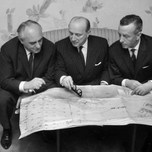 1964_l-to-r_Rolf-Renger_StenA-Olsson_Cpt-Hans-Baltzer_discussing-expansion-of-Oslokai-900×773