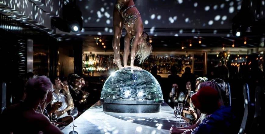 Circus in Londen - Entertainment aan de tafel