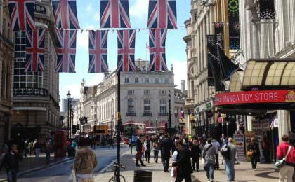 Winkelen in Coventry Street in Londen