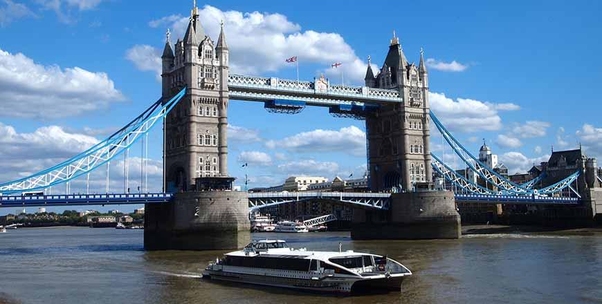 Rivier cruise in Londen bij Tower Bridge