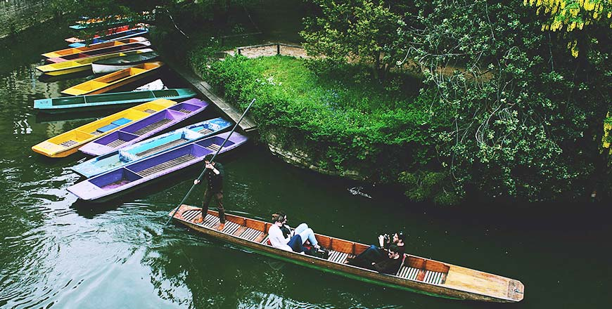 Punt (boot met platte bodem) varen in Cambridge