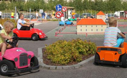 Autorijschool verkeersdorp Assen in Adventure Park Ventspils te Letland